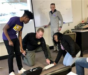 WIU faculty demonstrate investigative technique