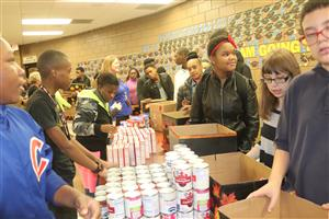 students help pack Thanksgiving food boxes